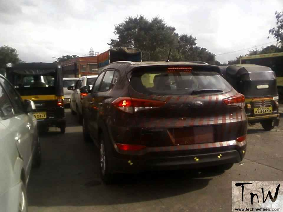 Spy Pics: 2016 Hyundai Tucson spied with less camo in India