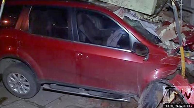 Mumbai Mla S Xuv500 Rams Into Traffic Police Outpost 2 Injured