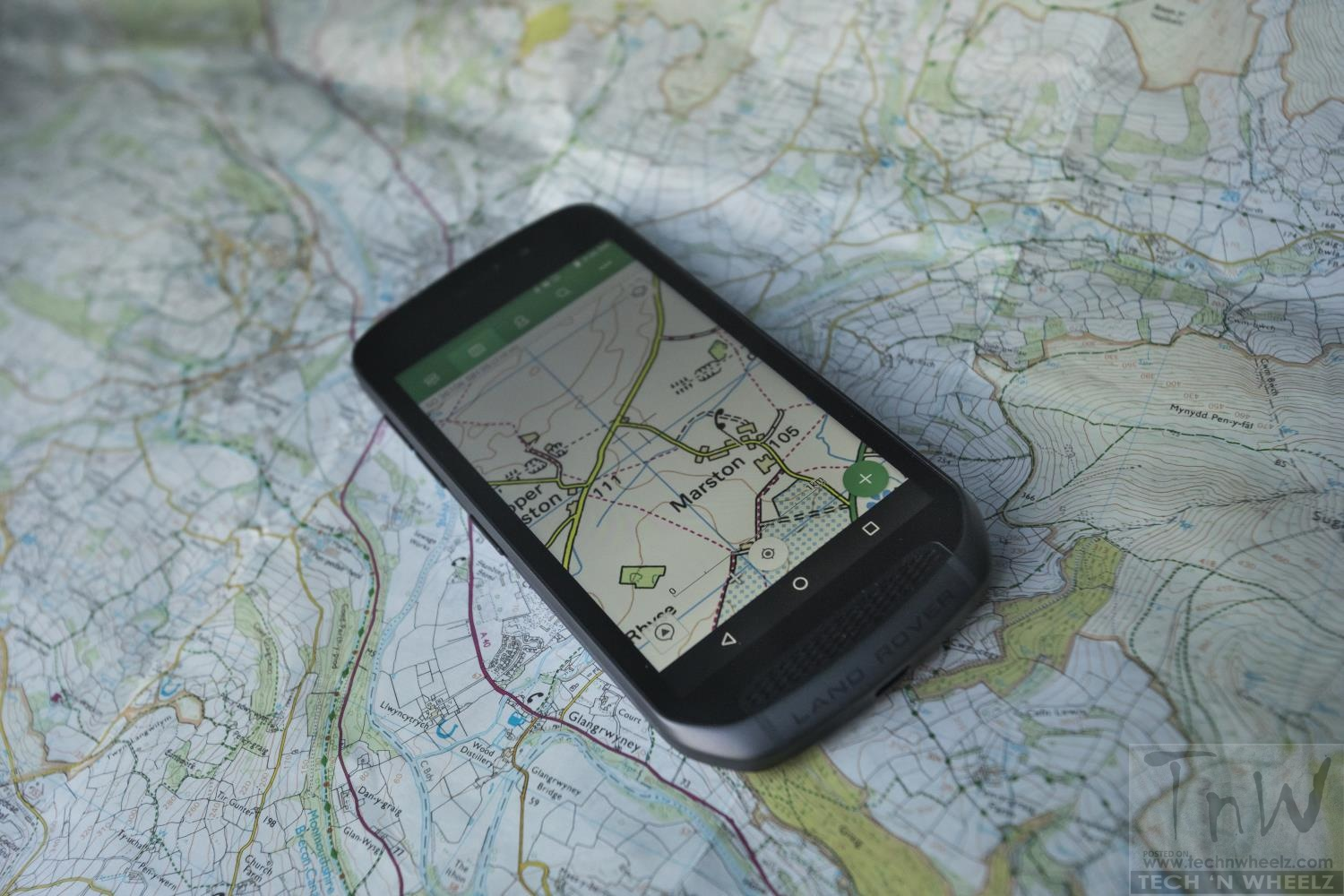Land Rover Explore adventure smartphone is inspired by Discovery 4×4